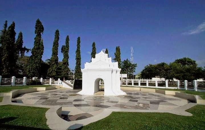 Hasil gambar untuk 1. Taman Sari Gunongan dan Pinto Khop